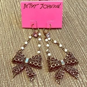 Betsey Johnson bow earrings!